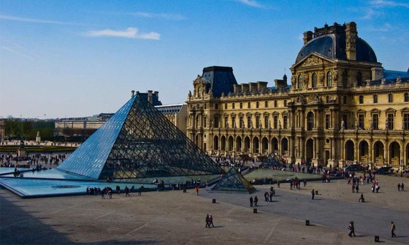 متحف اللوفر في باريس (انترنت)