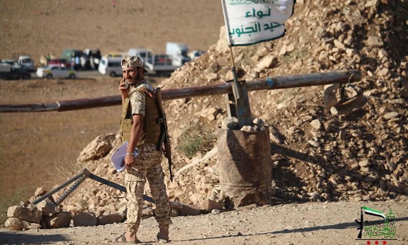 """مقاتل من لواء """"توحيد الجنوب"""" في درعا - آب 2017 (صفحة اللواء في فيس بوك)"""