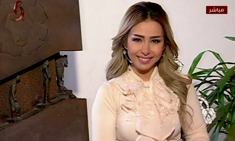 """مذيعة """"الإخبارية السورية"""" سالي شار - 19 تشرين الثاني 2017 (صفحة القناة في فيس بوك)"""