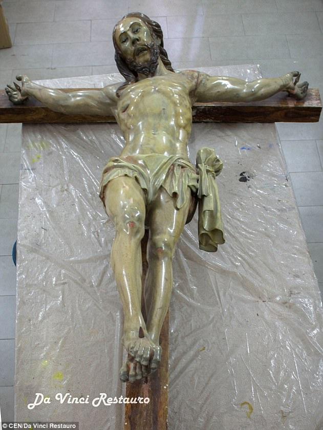 """تمثال السيد المسيح الذي خبئت """"كبوسلة الزمن"""" داخله (da vinci restauro)"""