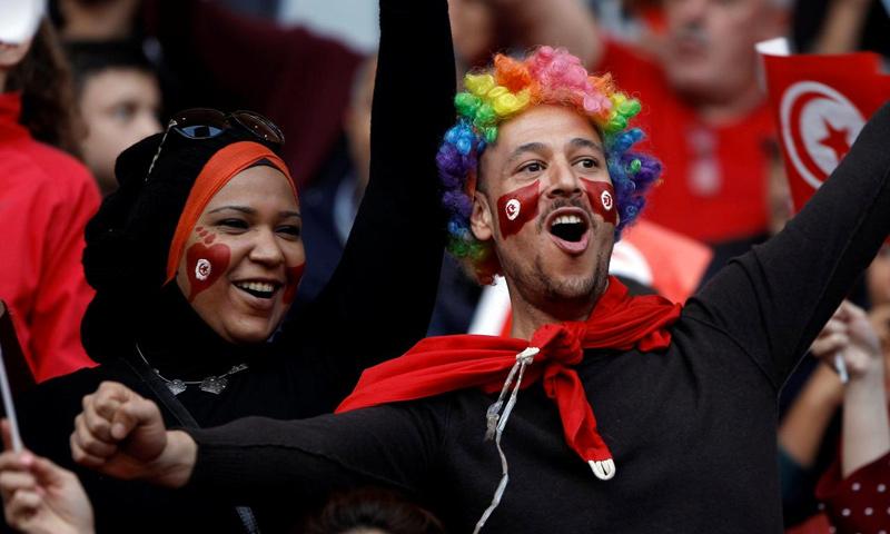 الجماهير التونسية تحتفل بالتأهل إلى نهائيات كأس العالم - 11 تشرين الثاني 2017 (رويترز)