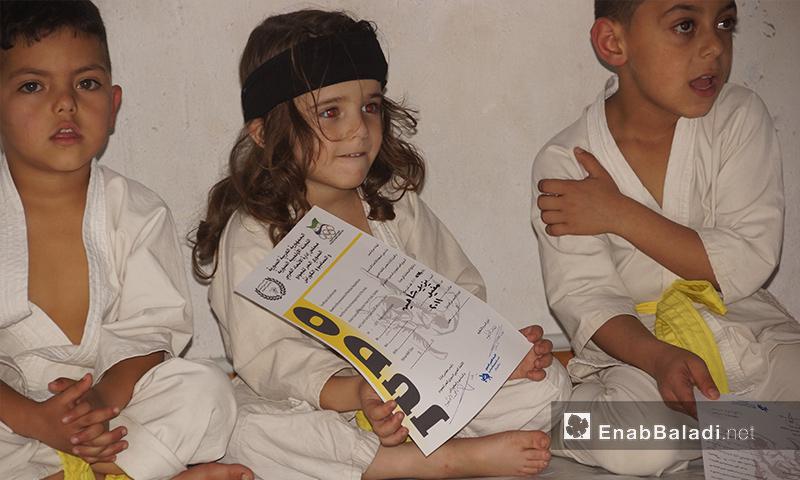منح الحزام الأصفر لأطفال في مدينة إدلب 13 تشرين الثاني 2017 (عنب بلدي)
