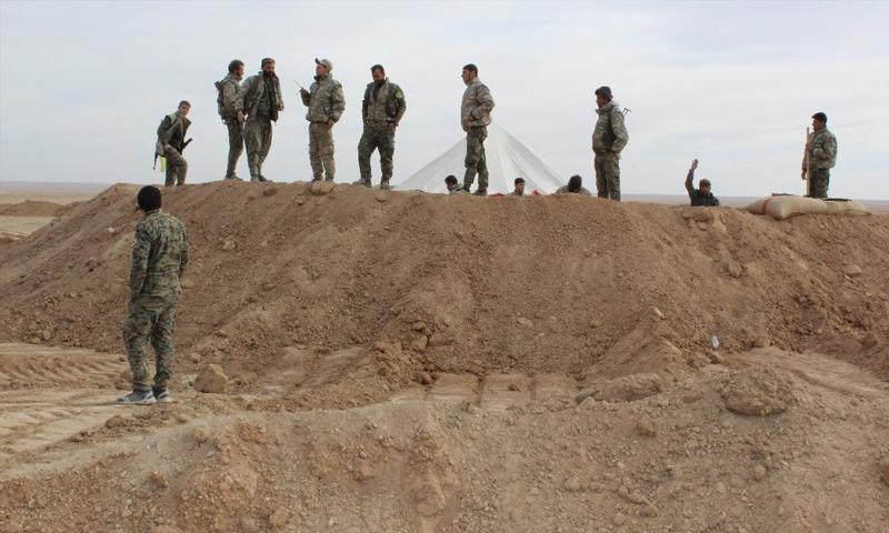 مقاتلون من قوات سوريا الديموقراطية في ريف دير الزور الشرقي - 26 تشرين الثاني 2017 (قسد)