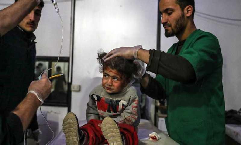 طفلة في الغوطة(الصليب الأحمر)