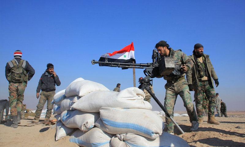 مقاتلون في قوات الأسد على مشارف مدينة حلب - 27 كانون الأول 2015 (AFP)