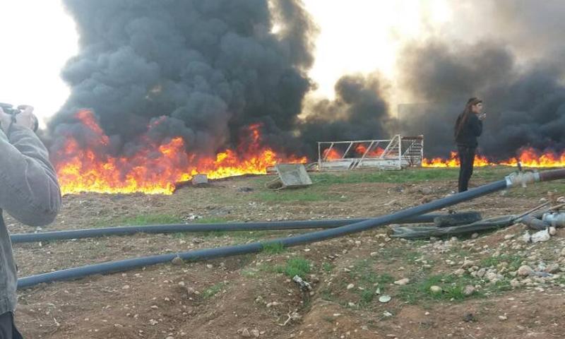 آثار القصف على قرية تل الطوقان في ريف إدلب الجنوبي - 27 كانون الأول 2017 (تويتر)
