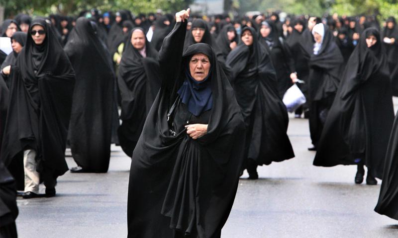 نساء إيرانيات يرتدين الزي الرسمي (euphrates.org)