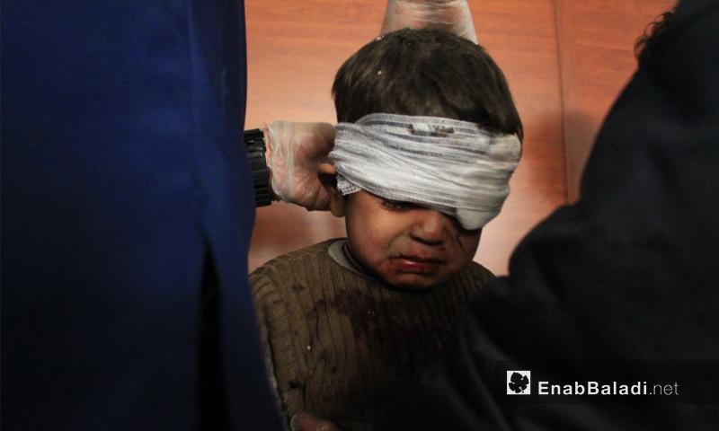 طفل جرح جراء القصف المدفعي على أطراف بلدة حمورية في الغوطة الشرقية - 13 كانون الأول 2017 (عنب بلدي)