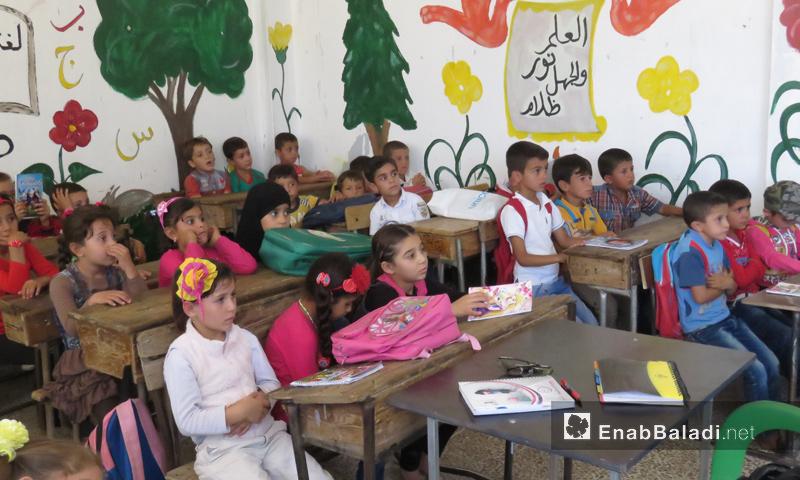 تلاميذ في مدرسة بريف حماة الشمالي - 3 تشرين الأول 2017 (عنب بلدي)
