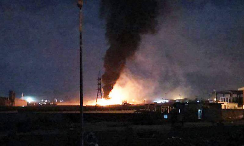 ألسنة النيران بعد القصف الإسرائيلي على مركز البحوث العلمية جمرايا في محيط العاصمة دمشق - 4 كانون الأول 2-17 - (فيس بوك)