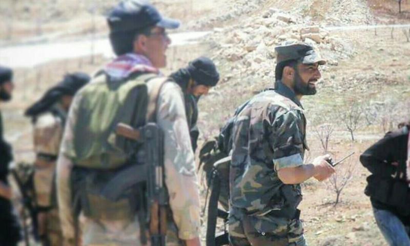 النقيب المنشق فراس بيطار مع عناصر من جيش تحرير الشام في جبال رنكوس في القلمون - (فيس بوك)