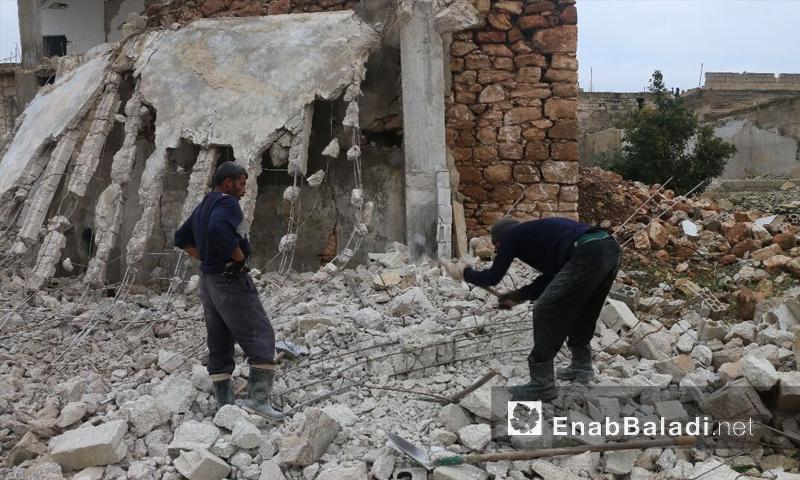 ترحيل أنقاض المنازل المدمرة في كفرنبودة -25 كانون الأول (عنب بلدي)