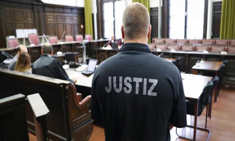 عنصر أمن في محكمة ألمانية (دويتشه فيله)