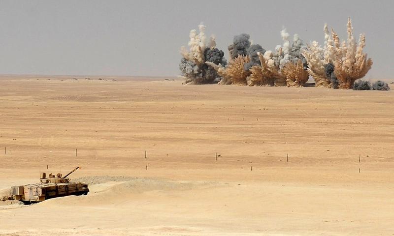 نيران بعد قصف لطيران F16 الإماراتي في مناورات عسكرية (رويترز)