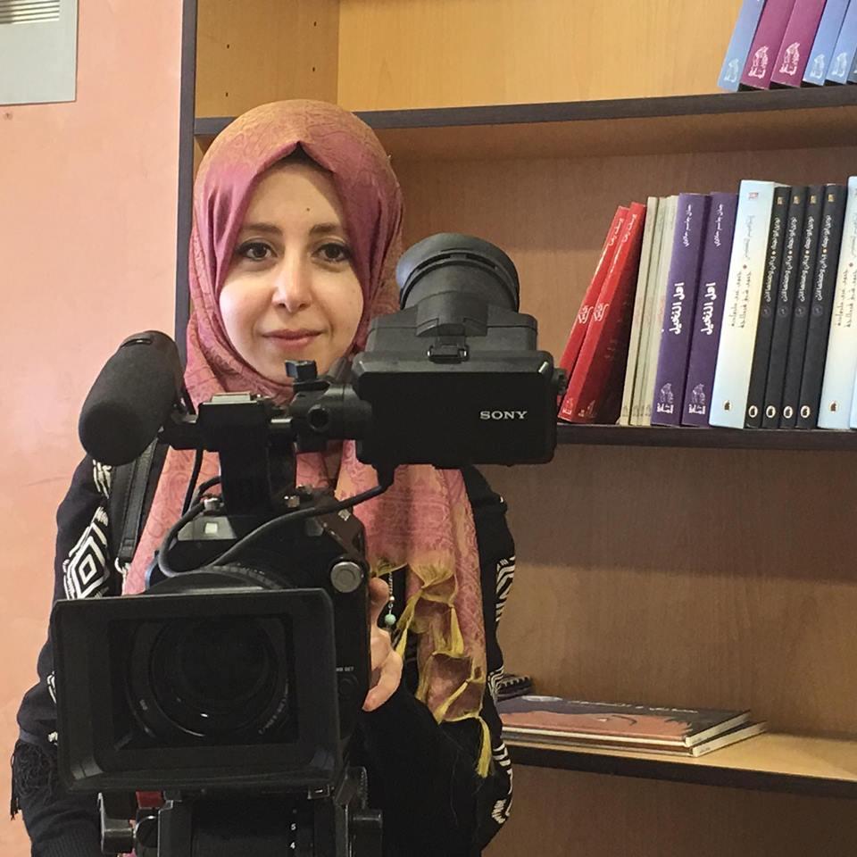 مريم المراكشي مخرجة فيلم مِسَافِرْ في الكواليس (فيس بوك)