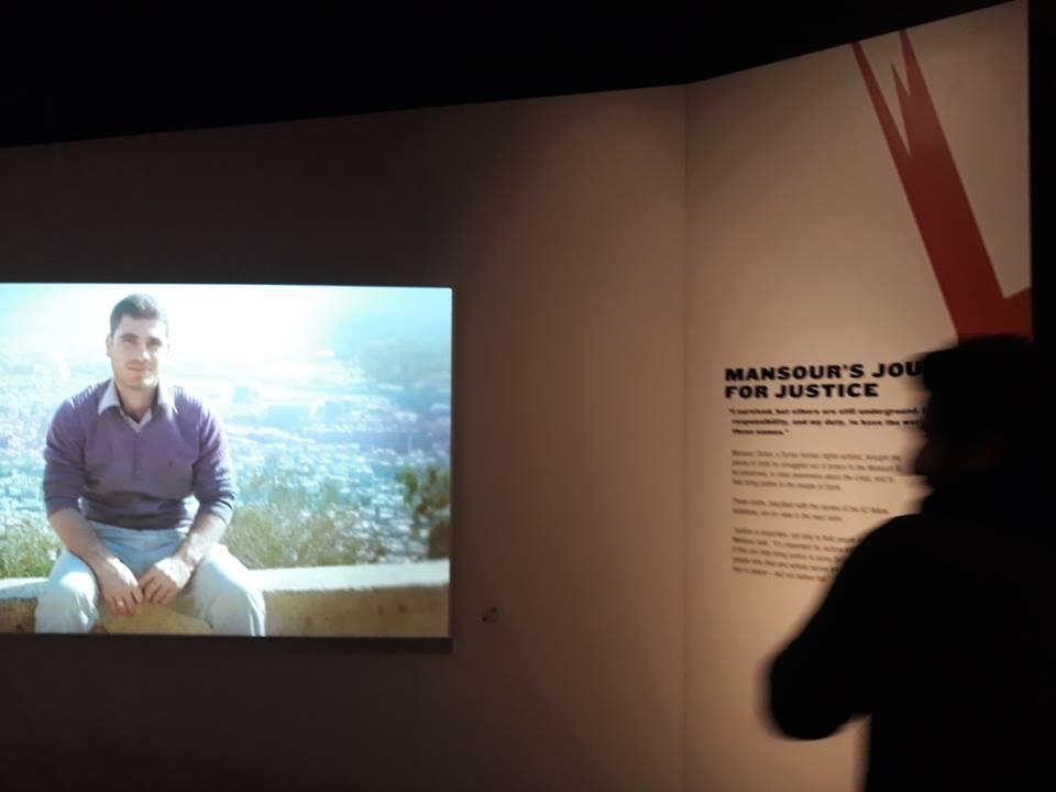 """الفيلم القصير الذي قدمه منصور العمري عن نبيل شربجي في معرض """"نرجوكم لا تنسونا"""" - 6 كانون الأول 2017 (فيس بوك)"""