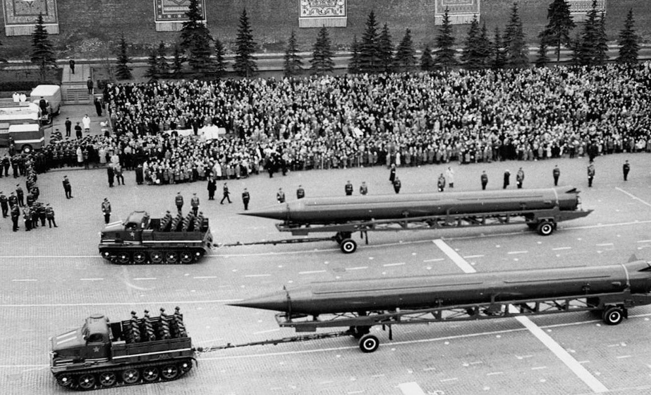 استعراض عسكري سوفييتي عام 1961 (getty images)