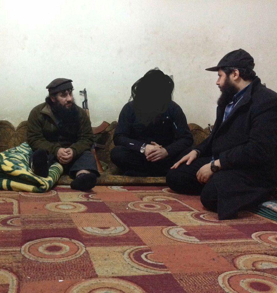 """صورة تظهر """"صلاح الدين الشيشاني"""" مع حسان عبود (حسابات جهادية)"""