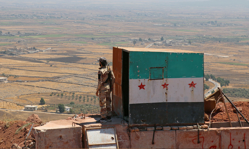 """عنصر من """"الجيش الحر"""" في القنيطرة جنوبي سوريا - آب 2017 (Reuters)"""