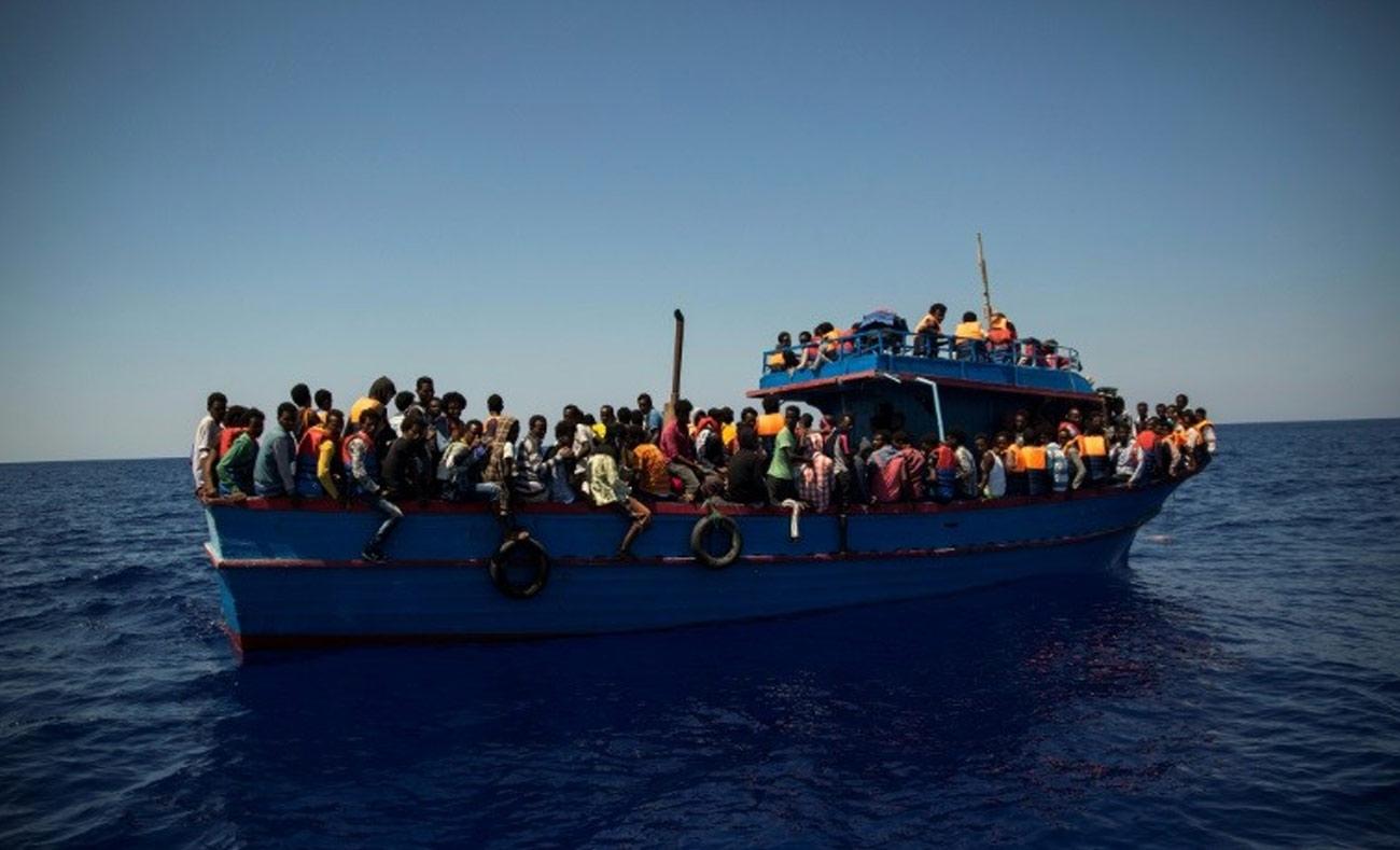 لاجئون أفارقة وليبيون في البحر المتوسط (AFB)