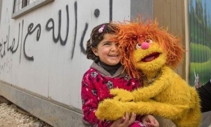 """برنامج تعليمي للأطفال السوريين باستخدام شخصيات """"سمسم"""" (BBC)"""