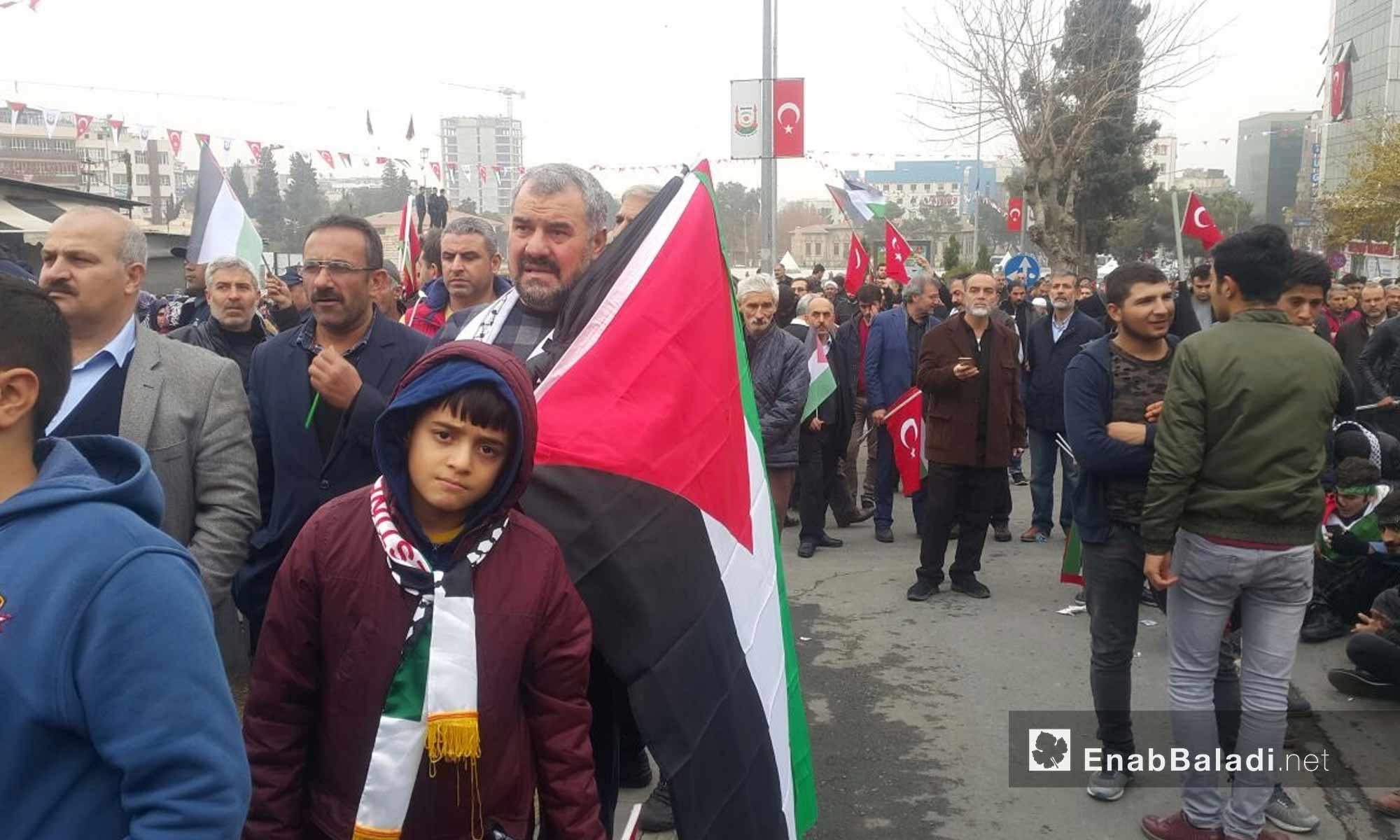 مظاهرة خرج بها أتراك وسوريون في أورفة التركية يرفضون قرار ترامب حول القدس - 24 كانون الأول 2017 (عنب بلدي)