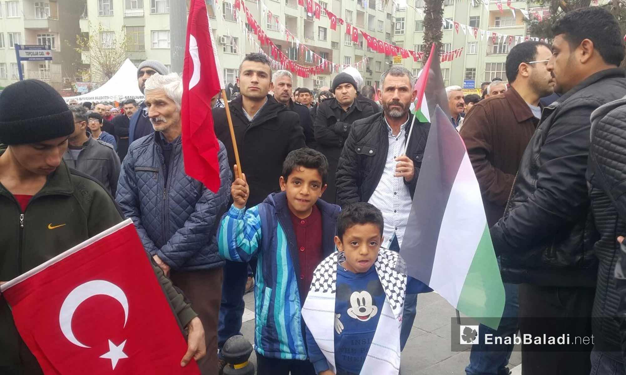 أتراك وسوريون في أورفة التركية يرفضون قرار ترامب حول القدس - 24 كانون الأول 2017 (عنب بلدي)