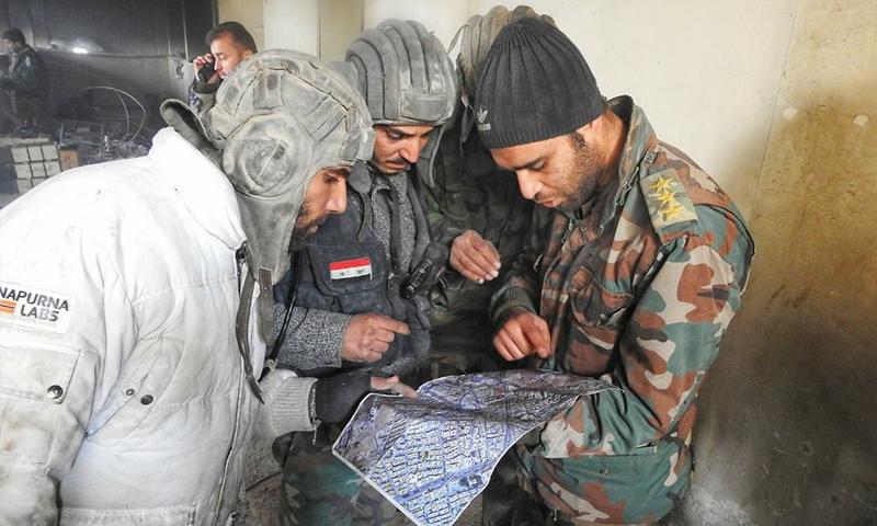 عناصر من قوات الأسد على جبهة مدينة حرستا شرقي دمشق - 8 كانون الثاني 2018 (وسيم عيسى)