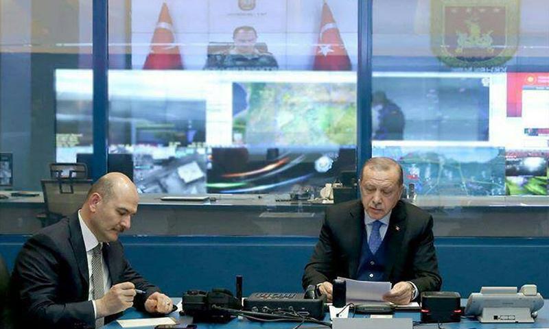 الرئيس التركي رجب طيب أردوغان أثناء إشرافه على سير العمليات العسكرية في عفرين -23 كانون الثاني 2018 (TRT)