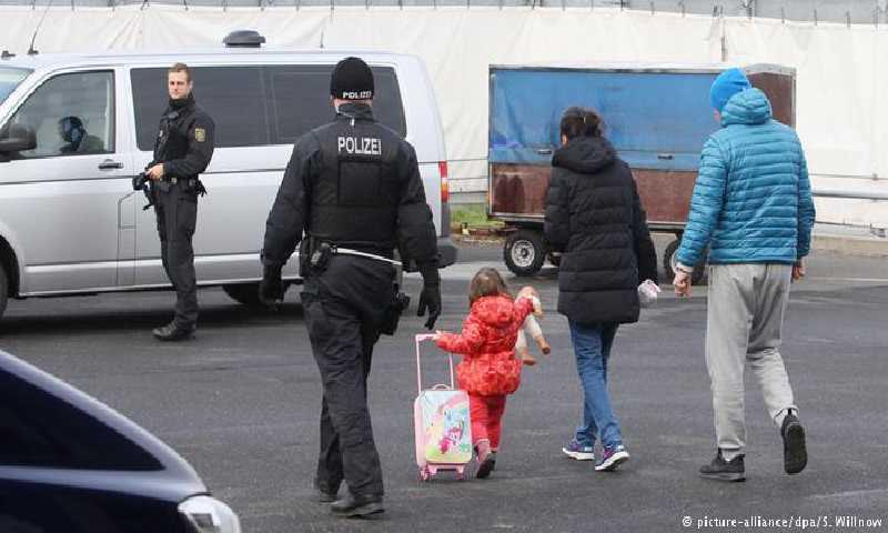 لاجئون في ألمانيا(dw)