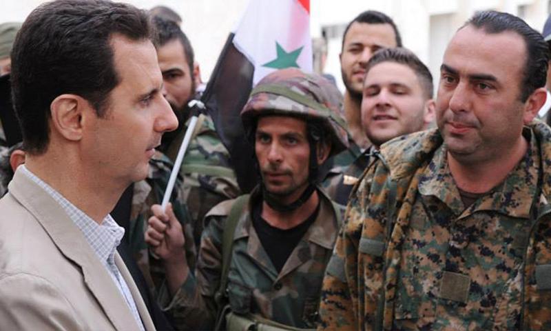 رئيس النظام السوري بشار الأسد في لقائه لمقاتلين من درع القلمون - شباط 2015 (سانا)