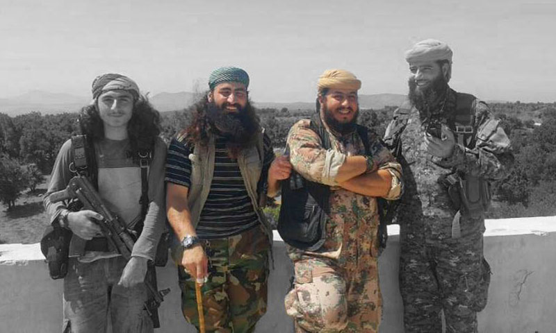 القيادي الأردني محمد أبو حمزة (يمين الصورة) والقيادي حارث أبو ريان (يسار) – 2017 (مصادر عسكرية من درعا لعنب بلدي)