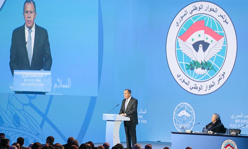 وزير الخارجية الروسي سيرغي لافروف يلقي الكلمة الافتتاحية في مؤتمر سوتشي - 30 كانون الثاني 2018 (تاس)