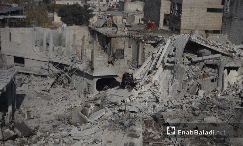 دمار ناتج عن غارة جوية على بلدة حمورية بالغوطة الشرقية ( عنب بلدي)