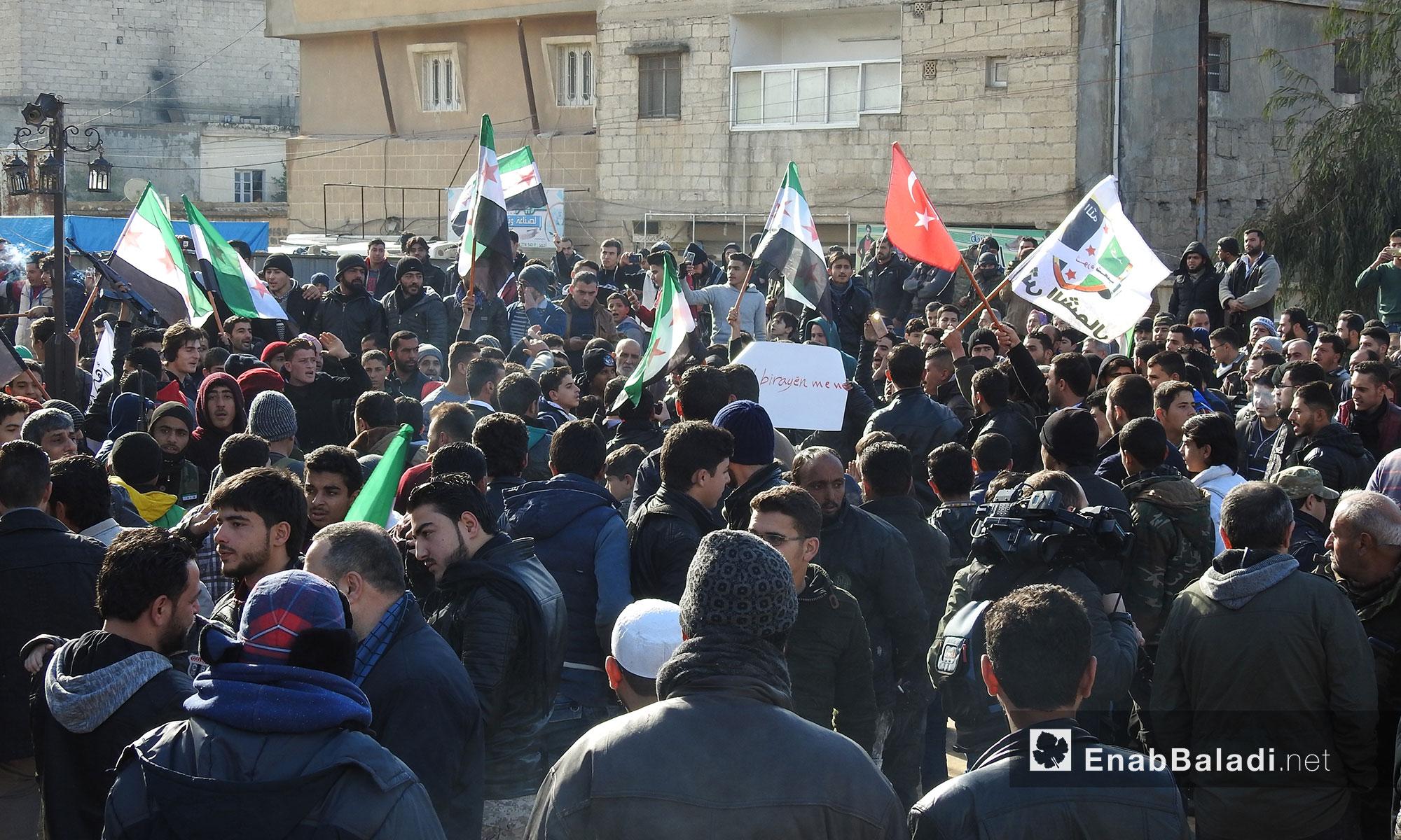 مظاهرة في مدينة اعزاز بريف حلب تأييدا للعمل العسكري من قبل الجيش الحر باتجاه منطقة عفرين بدعم تركي - 19 كانون الثاني 2018 (عنب بلدي)