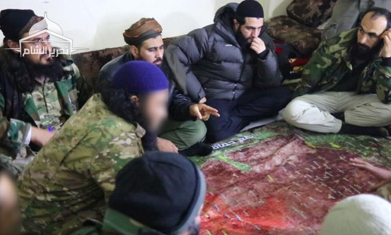 أبو محمد الجولاني مع قياديين في هيئة تحرير الشام في اجتماع لبحث تطورات ريف إدلب - 7 كانون الثاني 2018 (تحرير الشام)