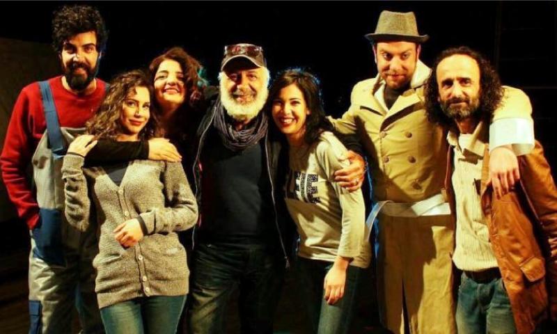 """أيمن زيدان مع فريق عمل مسرحية """"اختطاف"""""""
