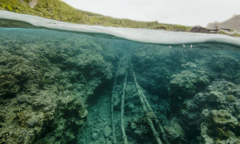 كبل بحري في خليج تومون- غوام في الولايات المتحدة الأمريكية (wired.it)