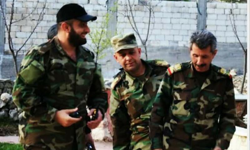 اللواء الركن شوقي يوسف مع ضباط أثناء العمليات العسكرية في دير الزور- تشرين الأول 2017 (فيس بوك)