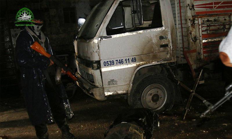 عنصر من الجبهة الشامية أثناء القاء القبض على خلية لتنظيم الدولة 18 كانون الثاني (الجبهة الشامية)