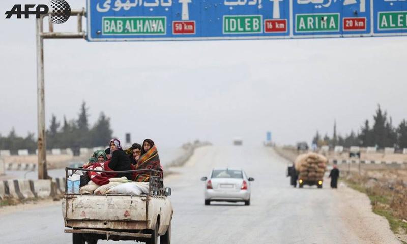 نازحون من ريف حماة الشرقي إلى الحدود السورية التركية - كانون الثاني 2018 (afp عمر حاج قدور)