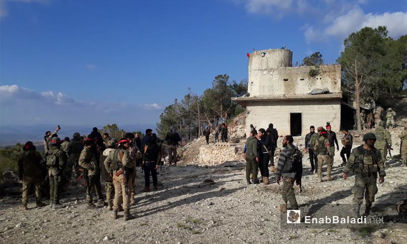 عناصر من الجيش الحر على قمة جبل برصايا شرقي عفرين - 28 كانون الثاني 2018 (عنب بلدي)
