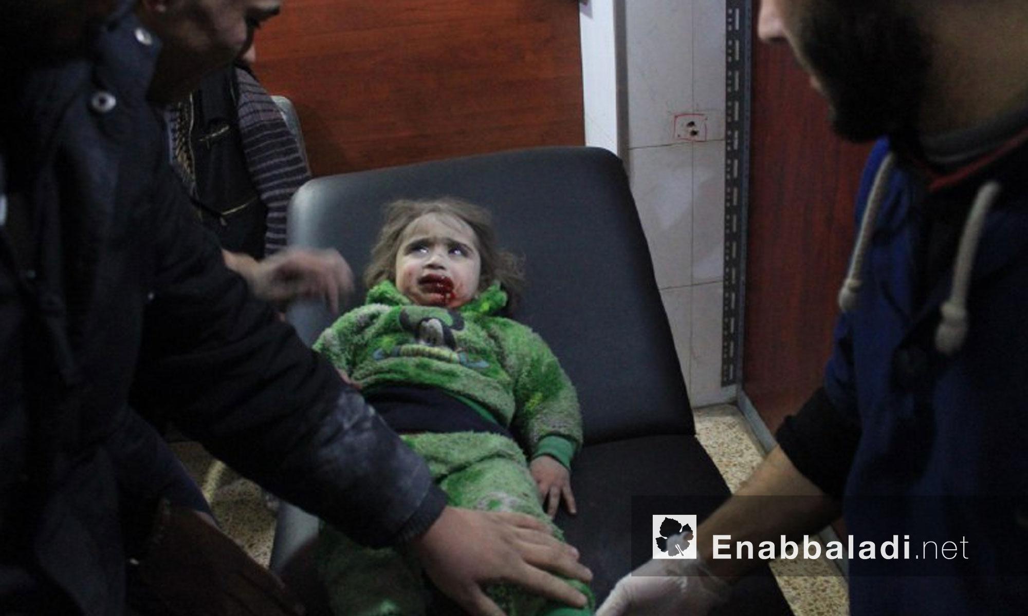 أطفال جرحى جراء القصف على بلدة حمورية في الغوطة الشرقية - 9 من كانون الثاني 2018 (عنب بلدي)