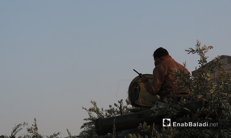 """مقاتل من """"جيش النصر"""" على جبهة الخوين جنوبي إدلب - 13 كانون الثاني 2018 (عنب بلدي)"""