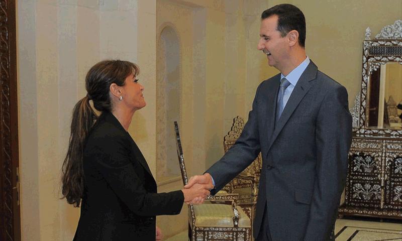 القنصل الفخري السابق نيللي كنعو مع رئيس النظام السوري بشار الأسد (الخليج أونلاين)