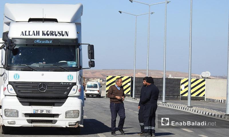 سير العمل في معبر الراعي الحدودي مع تركيا شمالي حلب - 2 كانون الثاني 2018 (عنب بلدي)