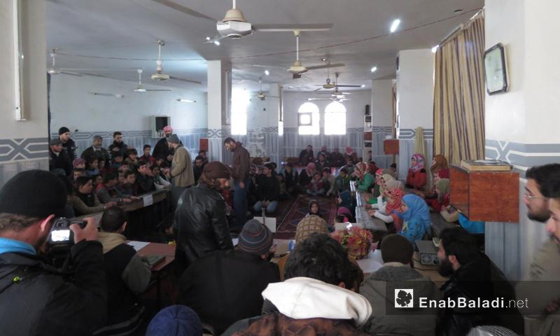 أطفال يشاركون في مسابقة القرآن الكريم في عقرب جنوبي حماة - 27 كانون الثاني 2018 (عنب بلدي)
