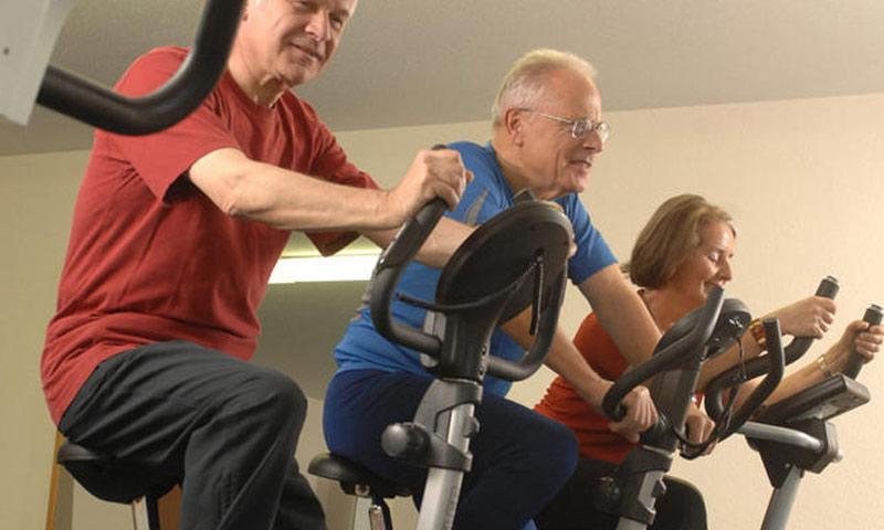 يخسر الإنسان ما بين 30% إلى 60% من أعصاب ساقيه مع التقدم بالعمر (انترنت)
