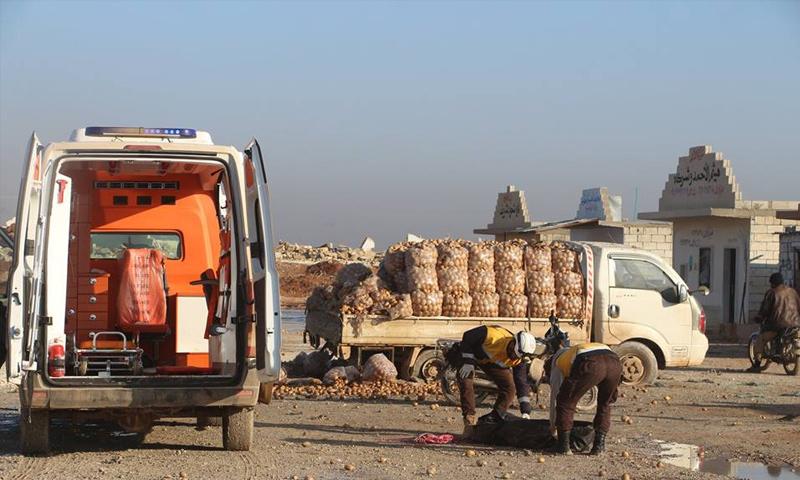 آثار القصف الروسي على سوق البطاطا في مدينة سراقب شرقي إدلب - 29 كانون الثاني 2018 (الدفاع المدني)