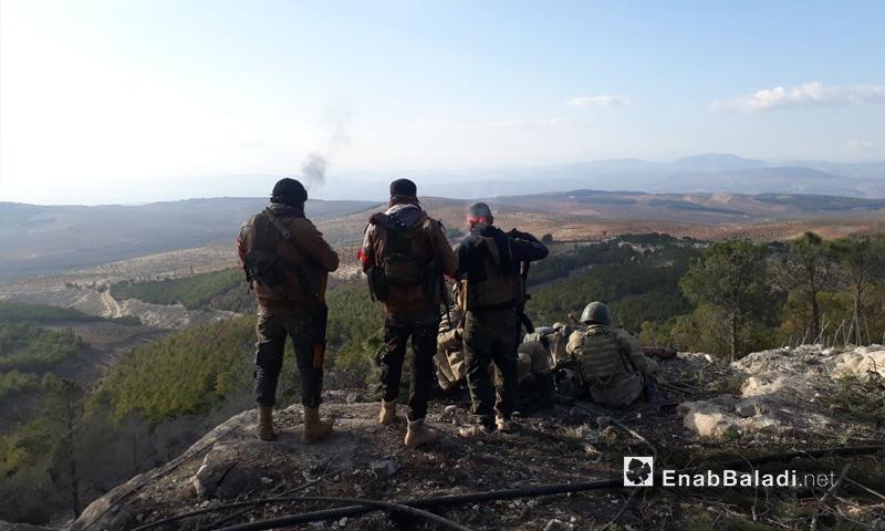 عناصر من الجيشين التركي والحر على قمة حبل برصايا شرقي عفرين - 28 كانون الثاني 2018 (عنب بلدي)